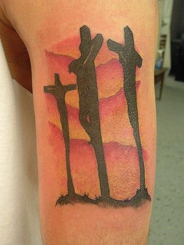 Татуировка с распятием