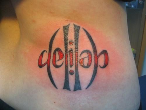 Татуировка надпись на боку